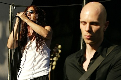 The Donnas preform at Lollapalooza 2003