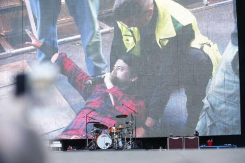 Foo Fighters - Dave Grohl caduta