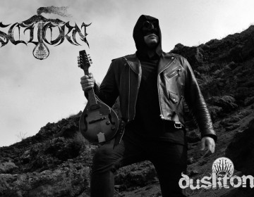 Scuorn Signs with Dusktone